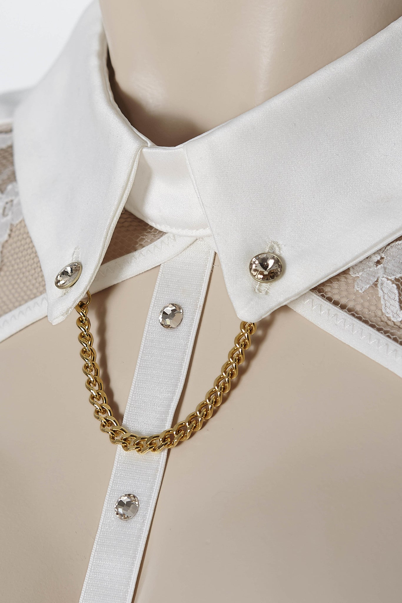 Nadya Collar & Thong (with detachable suspenders) by Tatu Couture. Close up on collar detail