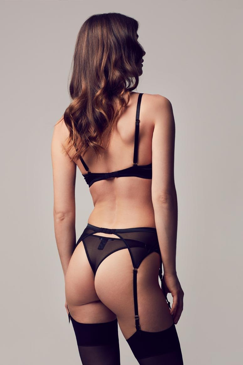 Sylvia Luxury suspender belt in black lace