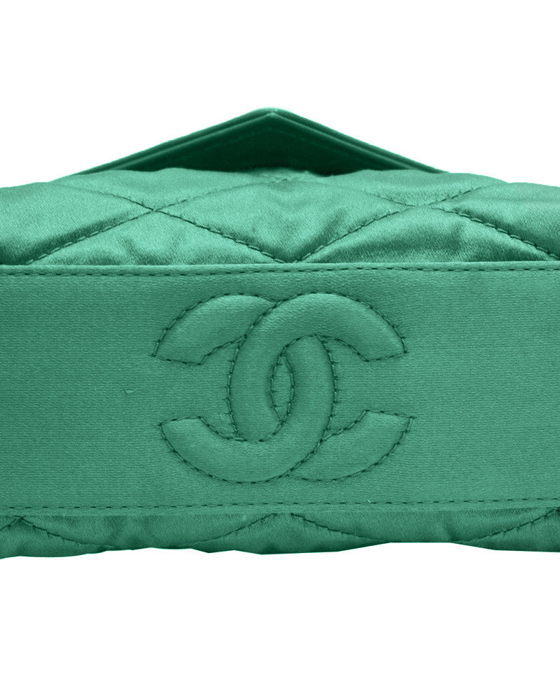 Green satin evening bAg