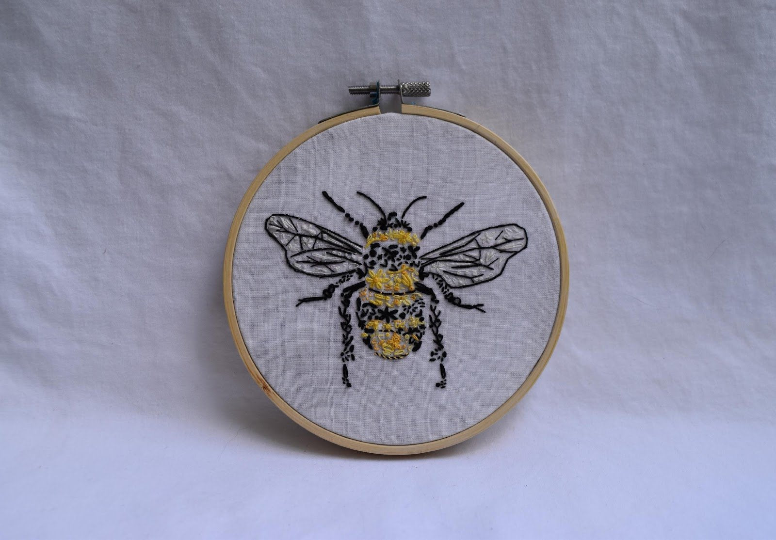Bee with traditional fill
