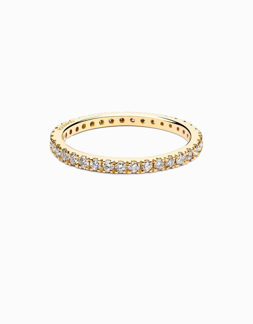 Wedding ring in gold with diamonds