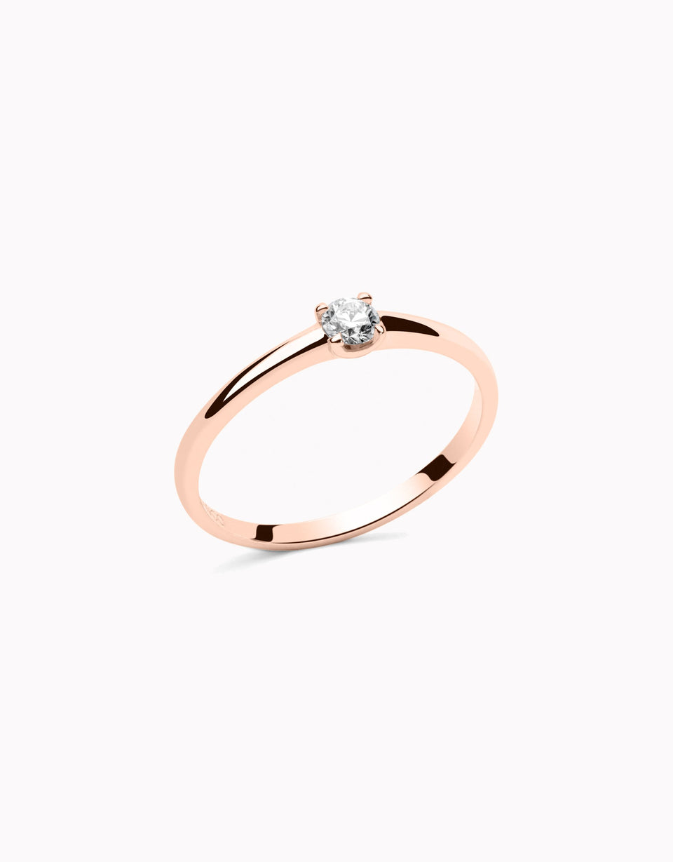 Minimal and original engagement rings in rose gold and diamond