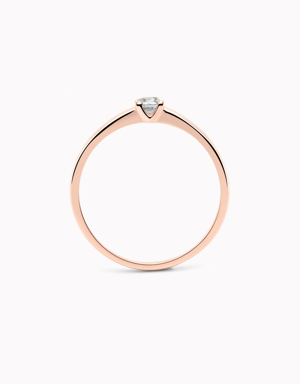 Elegant engagement rings in rose gold and diamond