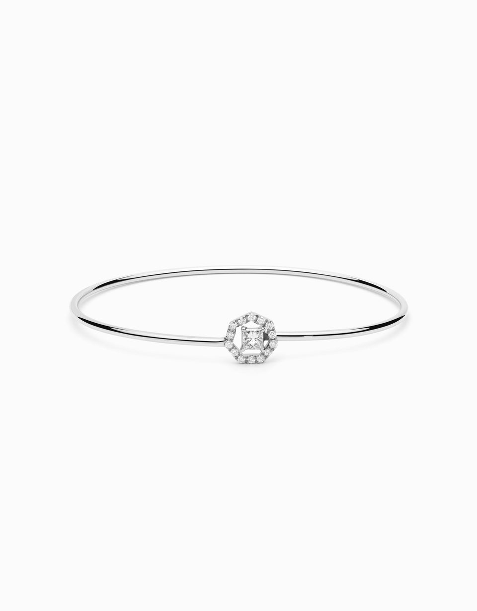 Diamond bracelet with princess-cut diamond and 14 brilliants, in a geometrical shape of 7 sides. Jewelry and handmade design