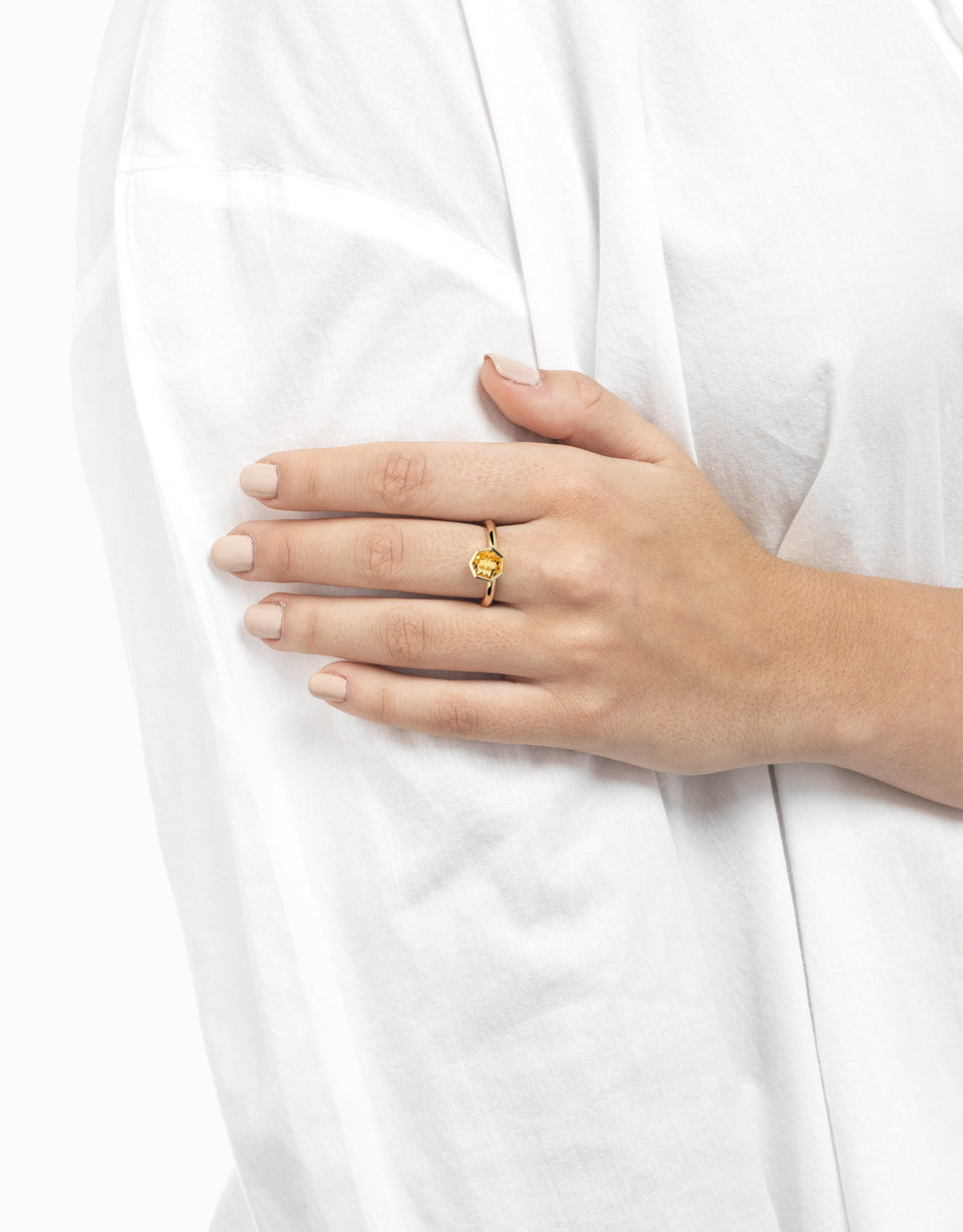 Gold ring with yellow gemstone 2