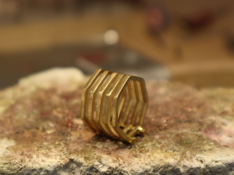 handmade rings by jordi rosich, jeweller designer from Roosik & Co · Magnetik