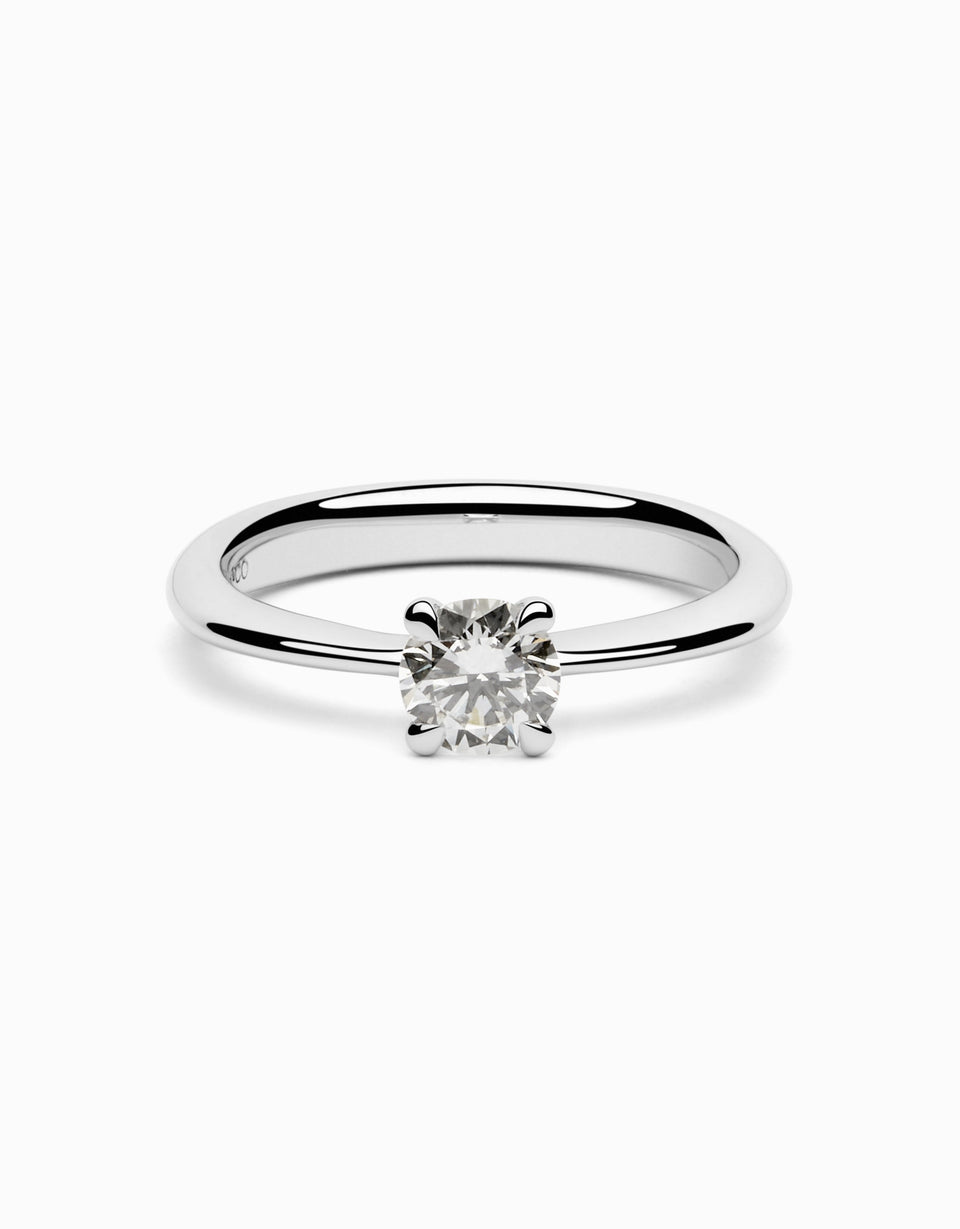 Handcrafted engagement rings with a solitaire diamond with 0,50 ct