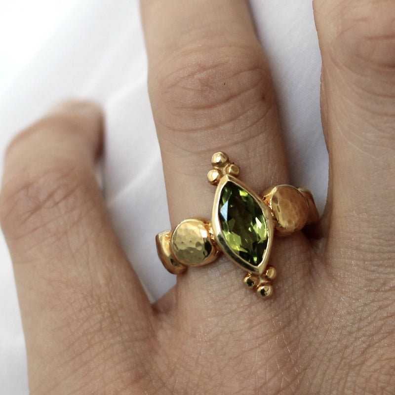 Maya Ring - Peridot - Gold