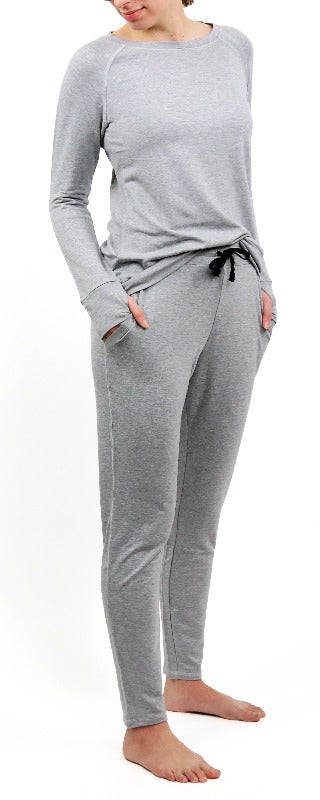 These pants feature a brunch-friendly waistband, roomy front pockets, ultra-soft drawstring and a versatile tapered leg.