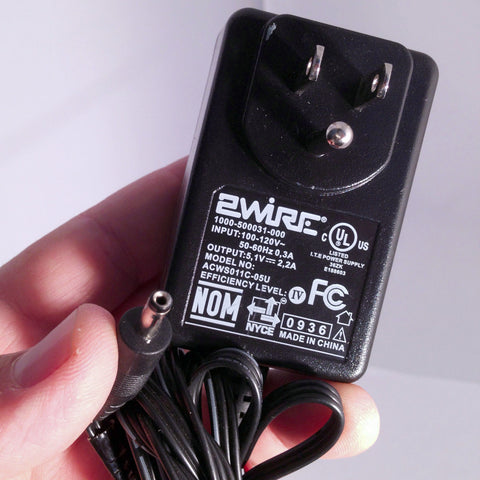 2WIRE 1000-500031-000 ACWS011C-05U 5,V 2,2A Power Supply Adapter