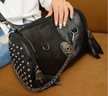 Load image into Gallery viewer, Skull Chain Handbag