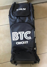 Load image into Gallery viewer, BTC Large Duffle Wheelie Bag
