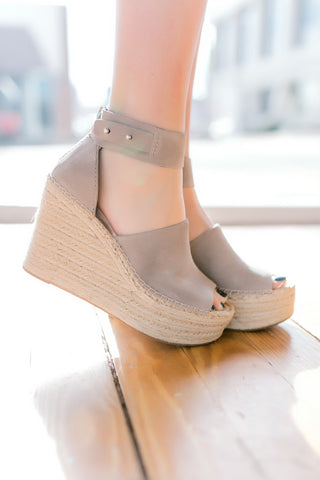 Dolce Vita Straw Wedge -Smoke Suede