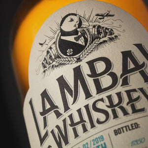 Laden und Abspielen von Videos im Galerie-Viewer, LAMBAY SINGLE MALT SINGLE CASK STRENGTH 56.5° 70CL