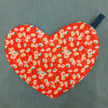 Load image into Gallery viewer, Liberty Bloomsbury Lifestyle Heart Pot Holder
