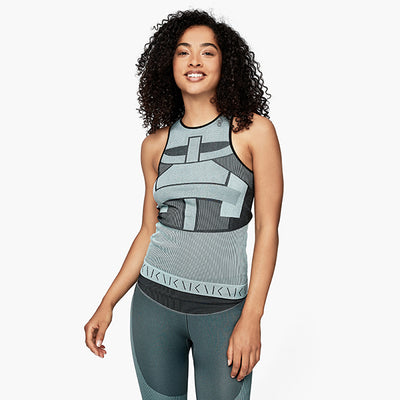 seamless tank top mint grün model front
