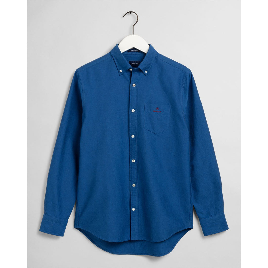 Gant Shirt in regular classic fit. Beefy Oxford Shirt Reg  , chosen in a Strong Blue colour