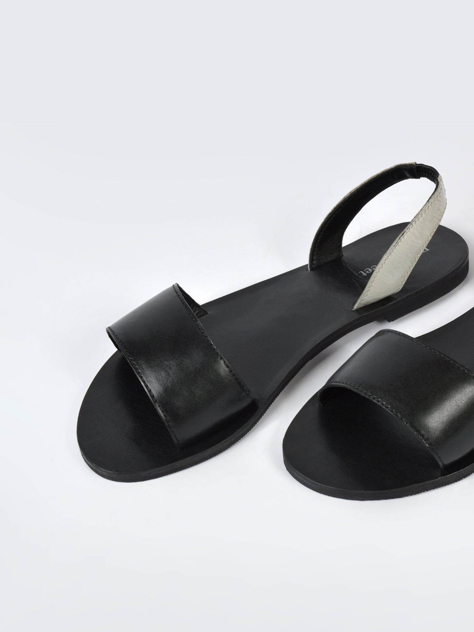 Leather Strappy Flat Sandals - Black