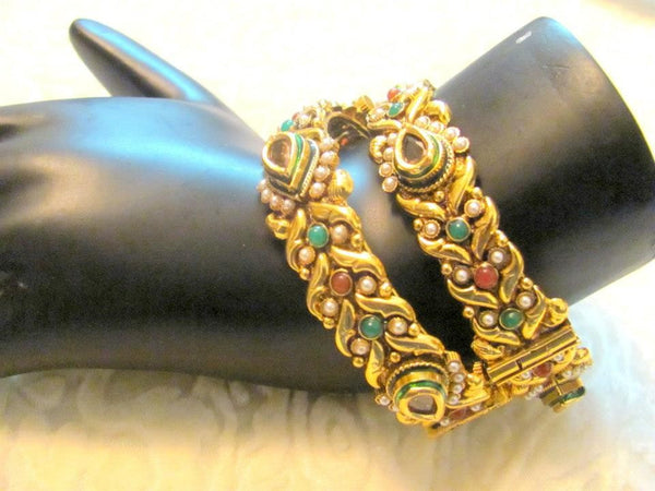 Antique bracelet from Vastradi Jewels for the wedding functions.