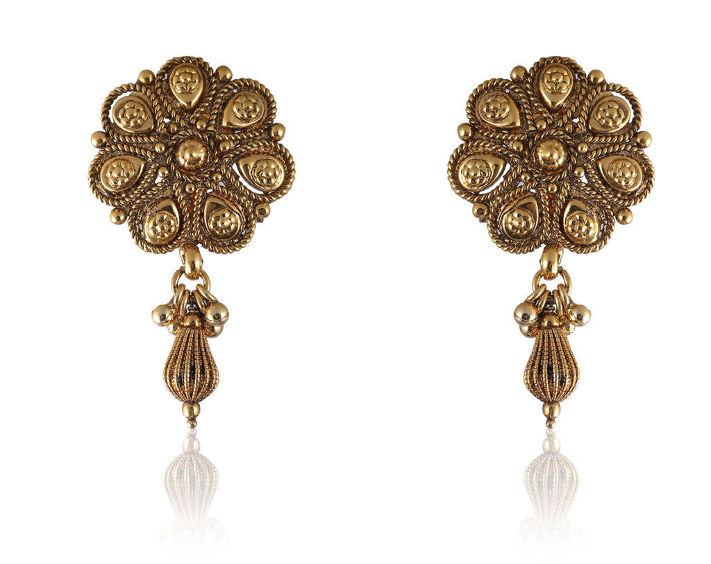 Pretty Golden Earrings with a Golden Drop PO857