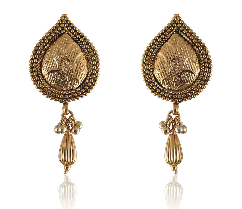 Pretty Drop shaped Golden Earrings with a Golden Drop PO859