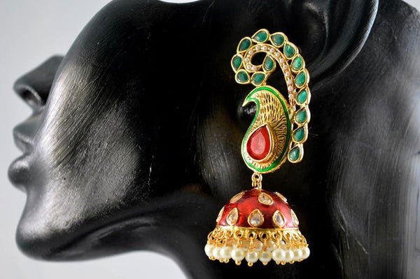 Jewellery in red, green and blue colours can be matched with your any wedding dress.