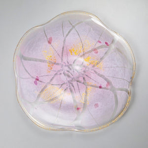 "With a cherry blossom motif featuring Kanazawa's traditional craft ""gold leaf"" - ""Yuyu Sakura Meimei Plate: Pink""【1204-01】"