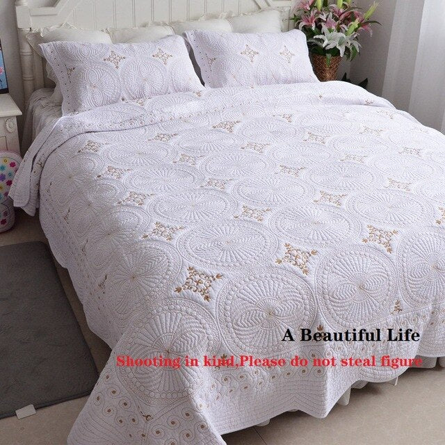 High Quality 100% Cotton Comfortable Luxury White Embroidery