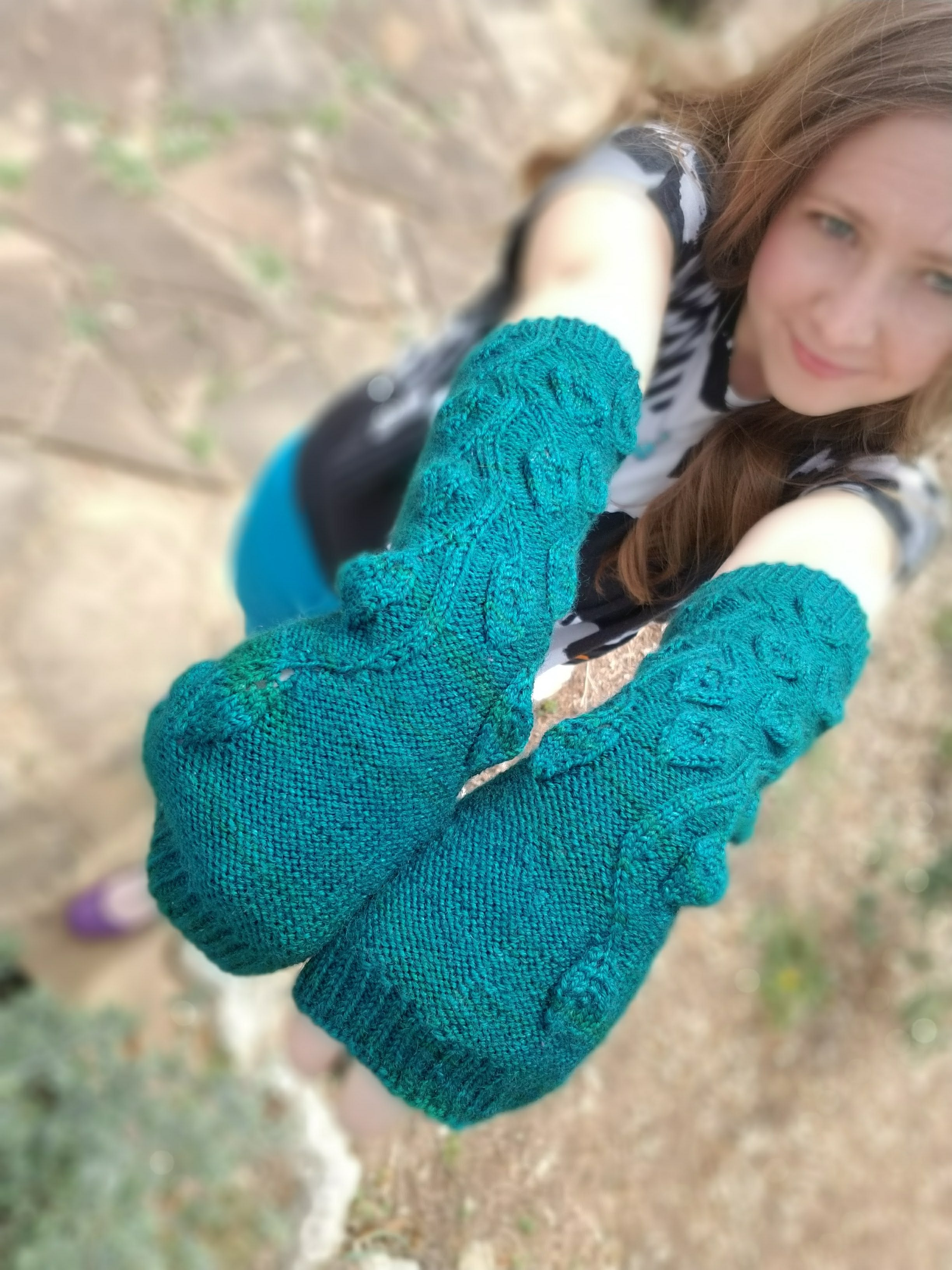 Wandering Vines Mitts