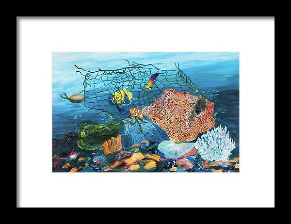 Caught in coral - Framed Print