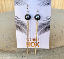 Load image into Gallery viewer, Tahitian Pearl Spike Earrings