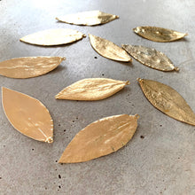 Load image into Gallery viewer, Gold Maile Leaf Necklace