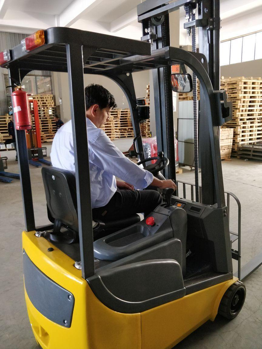 Detec™ 3 Wheel Electric Forklifts - Detech Devices Private Limited