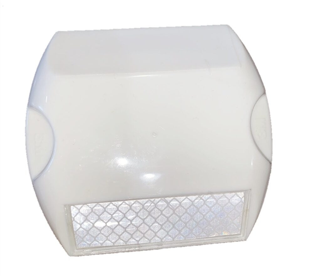 Detec™ White Stud With White Reflector