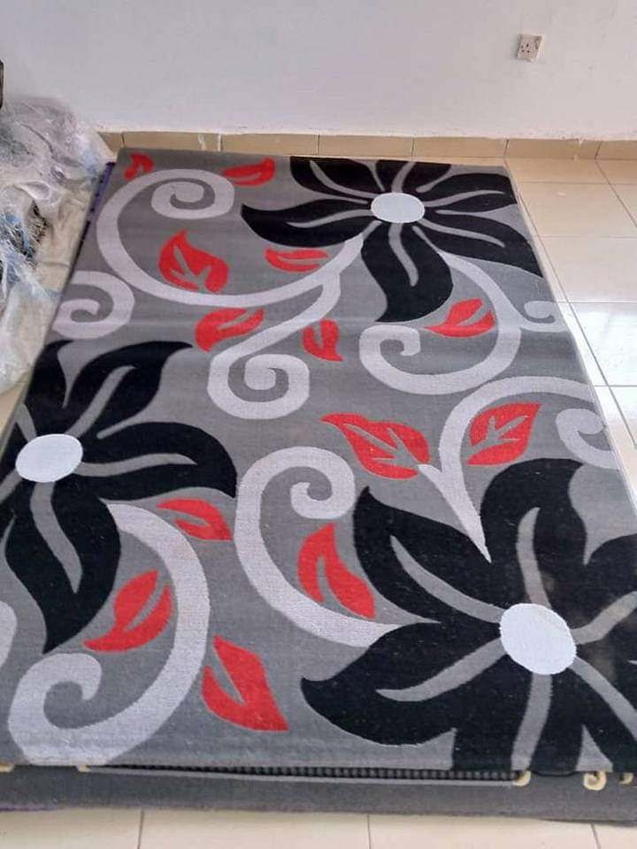 Detec™ Black Flowers on Woolen Rug