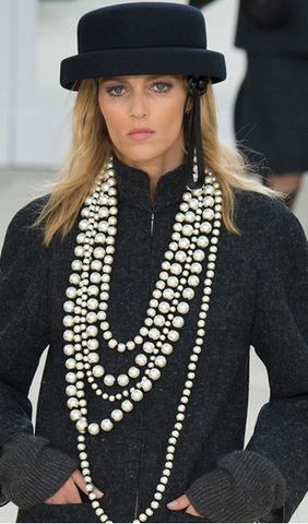chanel pearls fall fashion week jewellery
