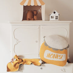 Mustard colour as an accent colour in kids room