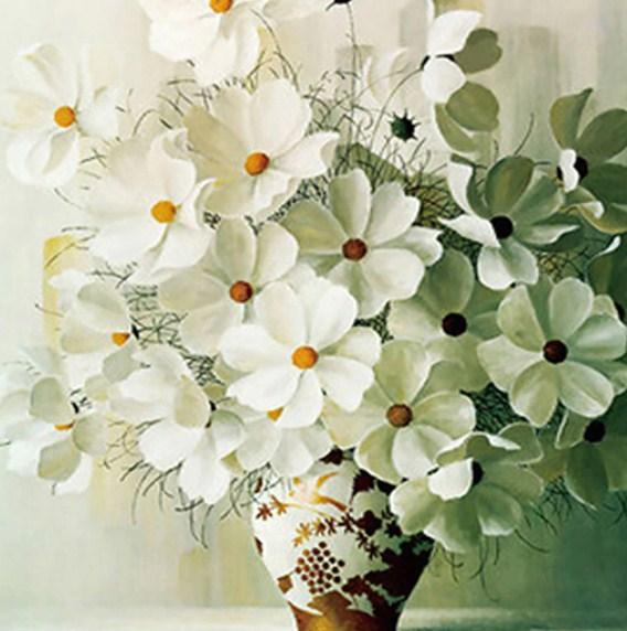 Elegant White Flowers in Vase Diamond Painting