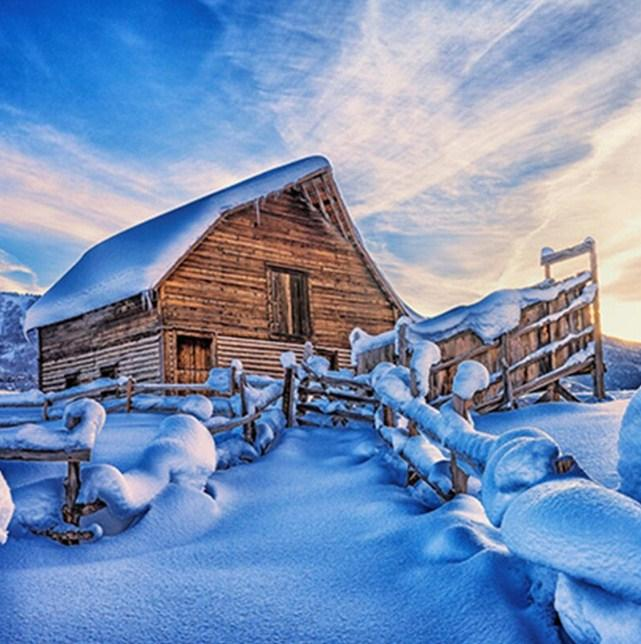 Snowy Cabin Paint by Diamonds