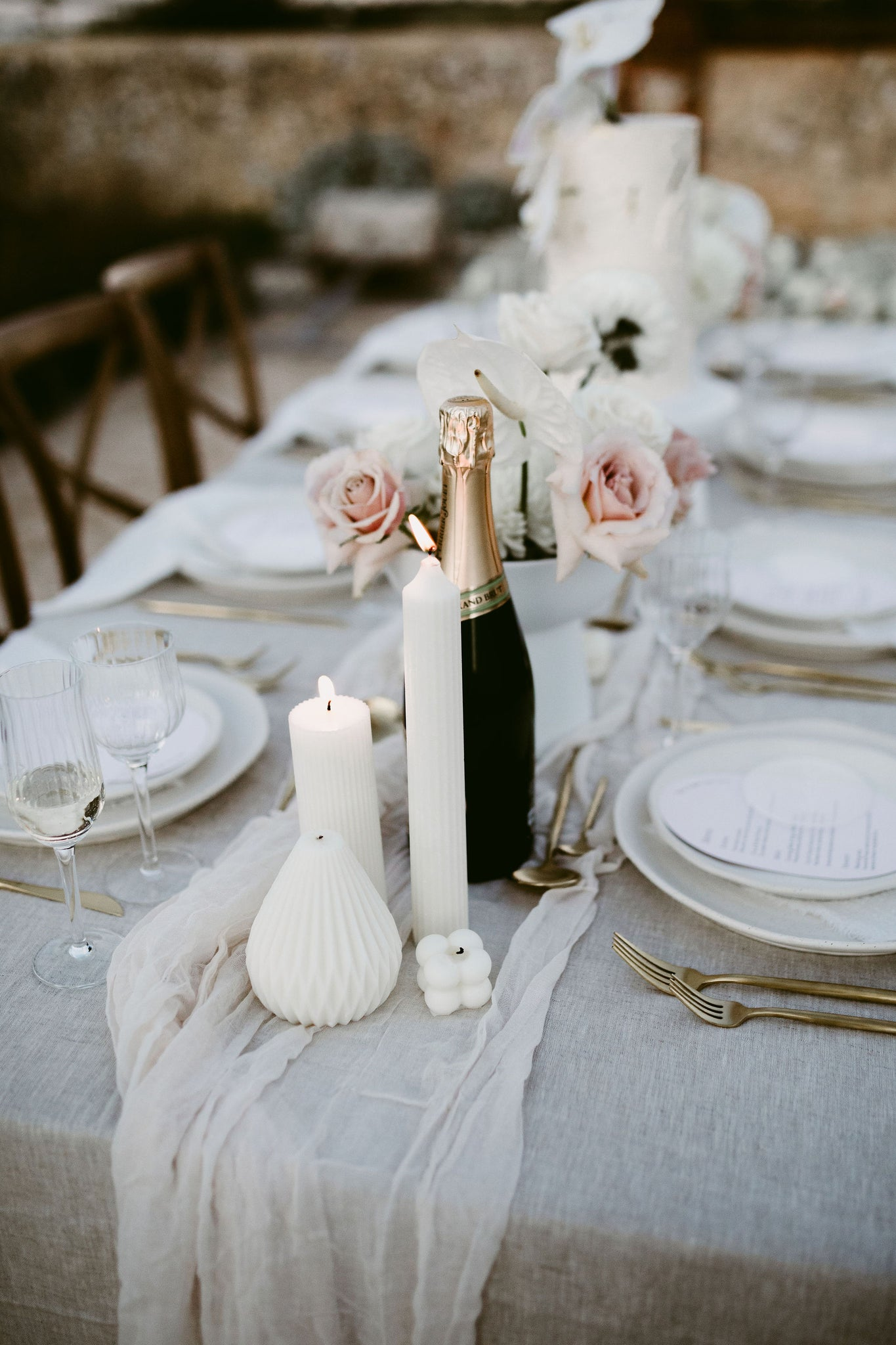 wedding reception table white napkins beige tablecloth