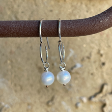 Load image into Gallery viewer, Sumi - Pearl Earrings