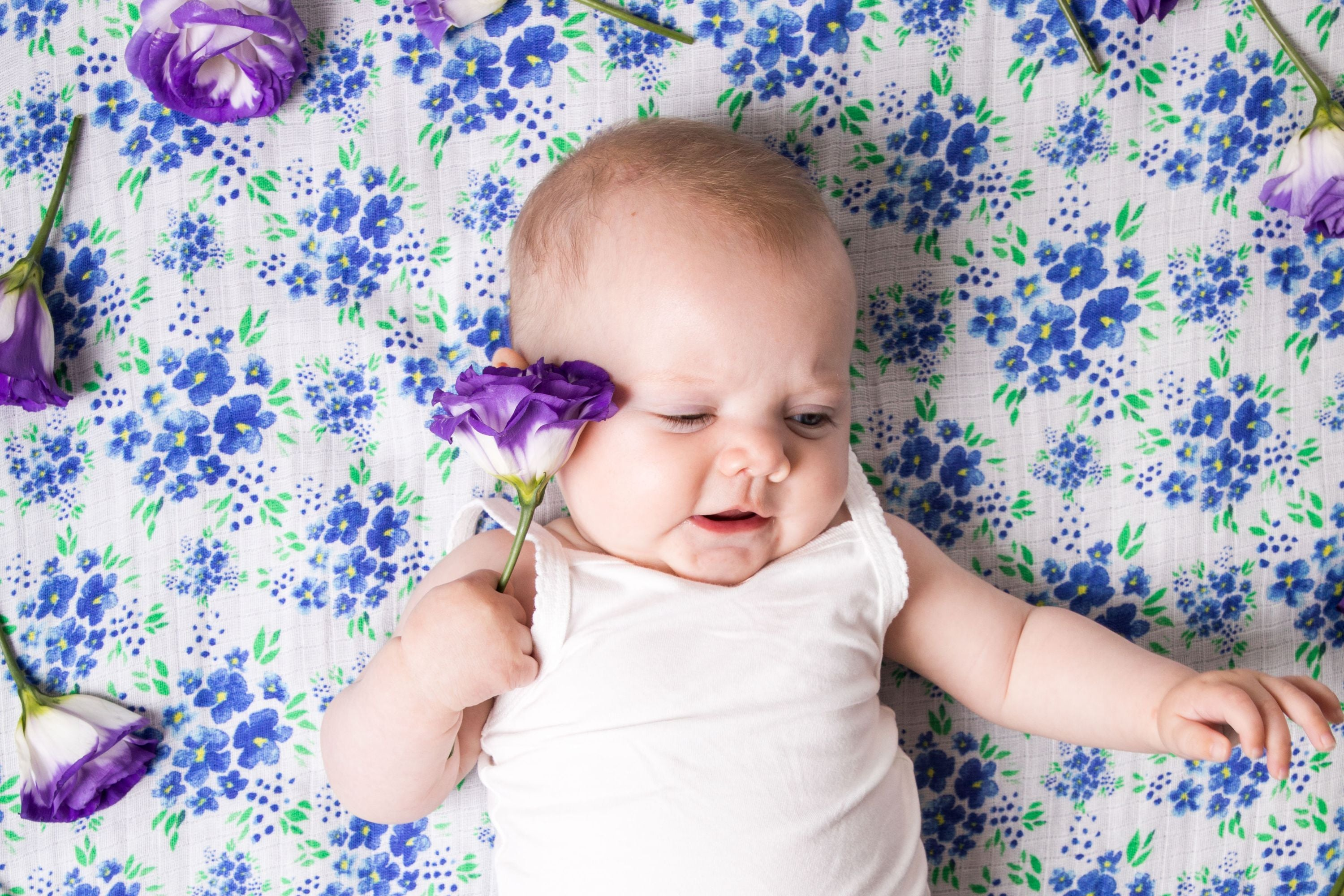 ORGANIC SWADDLE - BLUE FLORAL