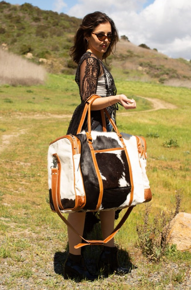 Hide Oversized Ultra Weekender Duffle Bag / Black/Ivory