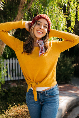 Soft Crewneck Fitted Knot Sweater / Mustard