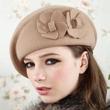 Afbeelding in Gallery-weergave laden, 100% wool beret winter berets women winter felt beret Floral Women Felt French Beret Beanie fedora hat Beanie Winter Flower