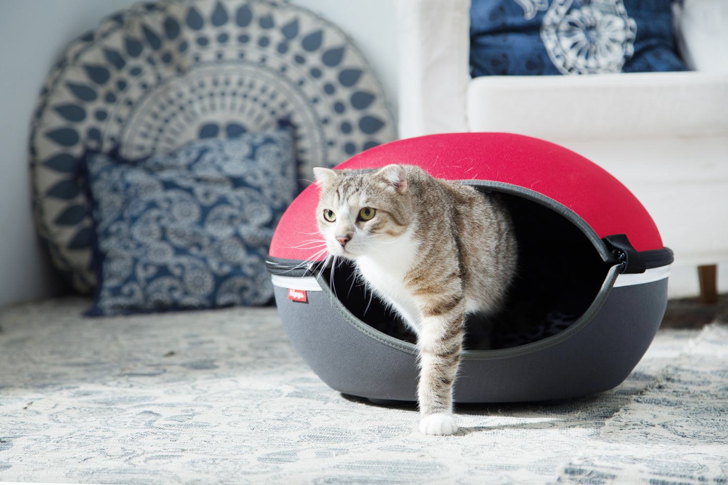 The Little Arena Pet Cave & Bed By Ibiyaya - Red