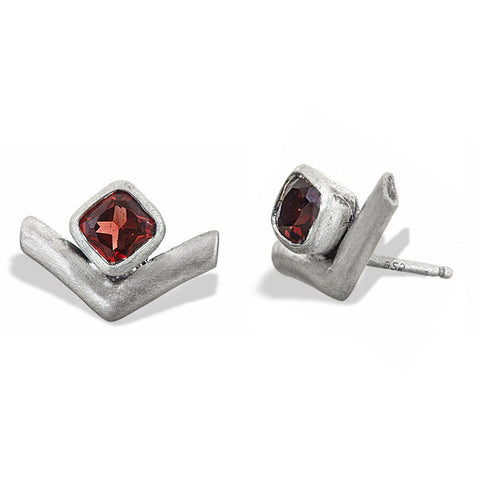 Arrow garnet earrings