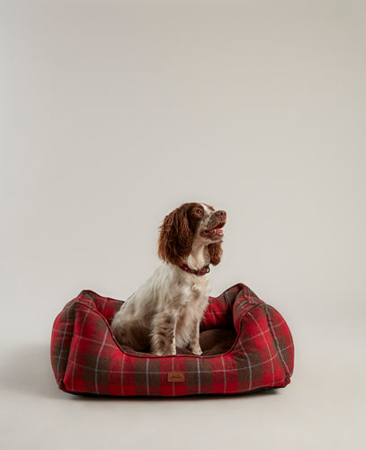 The Heritage Tweed dog bed has a reversible plush cushion.   Thickly padded on all sides for extra warmth and comfort.  Water resistant, with a non slip base, this bed is sponge clean only.  A great quality bed with the usual lovely Joules detailling.