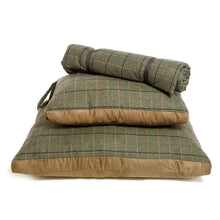 Load image into Gallery viewer, Fabulous UK made tweed dog beds, hard wearing and highly comfy! Available in 2 sizes plus a travel rug.