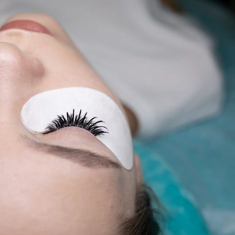 Hypoallergenic eye pads for lash extensions